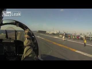 Взлет F-18 с авианосца